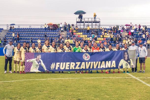 Fuerza Viviana por parte de las jugadoras azulcremas | Foto: Club América Femenil /Twitter