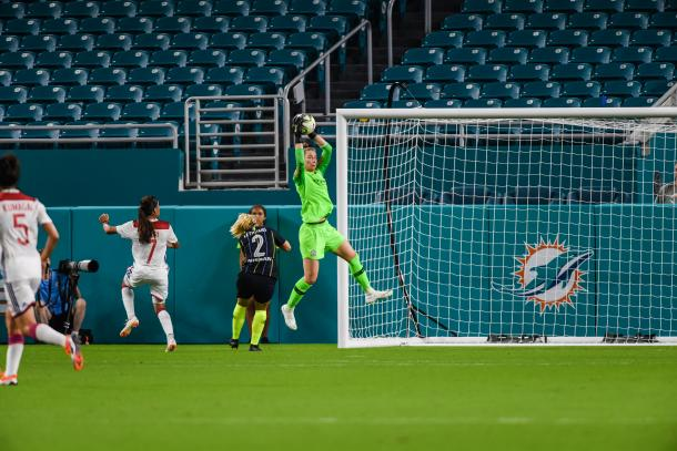 Man City goalkeeper Karen Bardsley was kept busy throughout the match. | Photo: Jonathan Willey