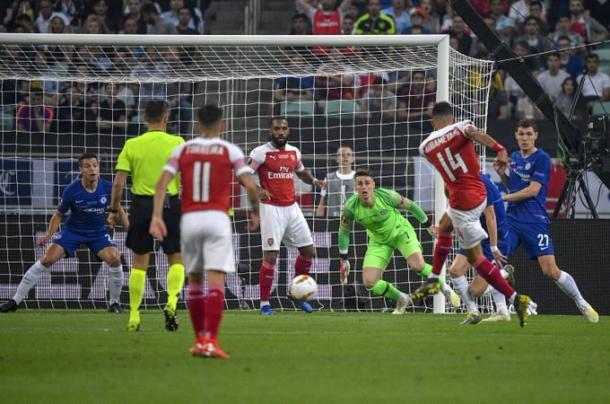 Ocasión del Arsenal a disparo de Aubameyang. FOTO: Twitter UEFA Europa League
