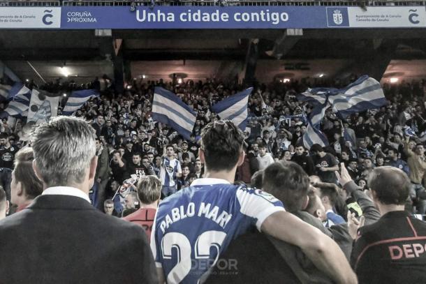 La plantilla agradece el apoyo de los aficionados   Foto: @RCDeportivo