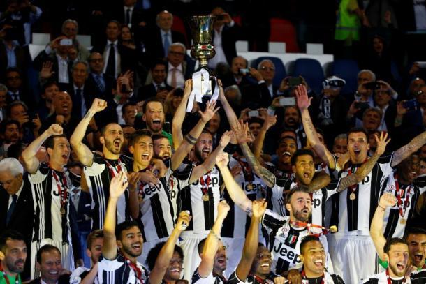 Chiellini alza la Coppa sotto il cielo di Roma | Foto: @khaledalnouss1