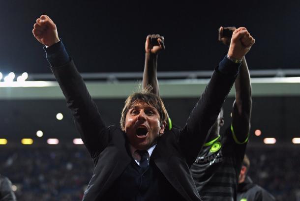 Antonio Conte festeja el título | Foto: Chelsea.