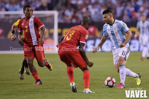 Argentina's Sergio Aguero (Right) attempting to get by the Panamanian defender in the Copa America Centenario group stage match. Photo provided VAVEL USA.
