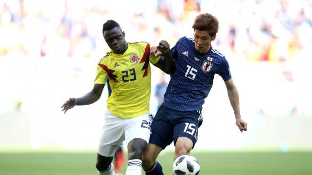 La pérdida de Dávinson Sánchez con Osako que terminó en el penal para Japón. Foto: es.fifa.com