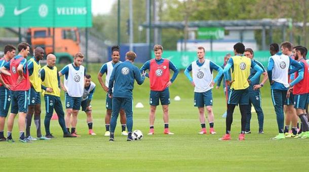 Il Wolfsburg in allenamento. | Fonte immagine: Twitter @VfLWolfsburg_EN