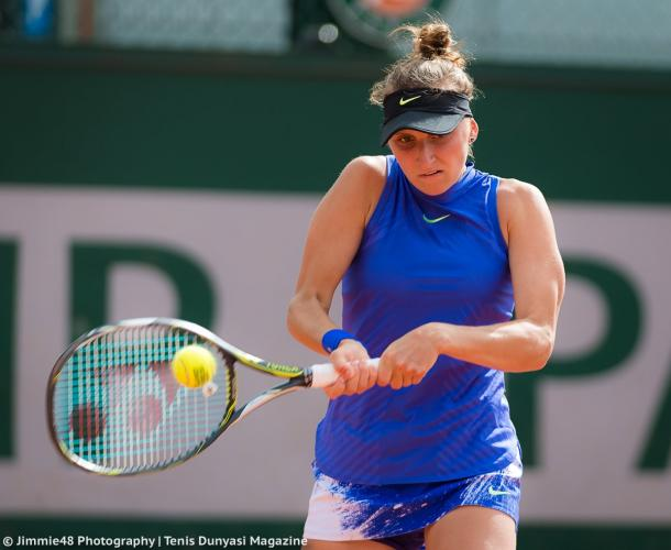 Marketa Vondrousova hits a forehand during her first-round victory over Amandine Hesse at the 2017 French Open. | Photo: Jimmie48 Tennis Photography