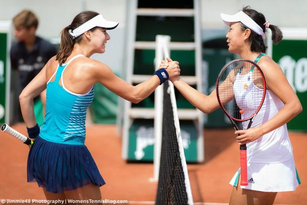 Sorana Cirstea and Peng Shuai exchange a handshake after the match | Photo: Jimmie48 Tennis Photography