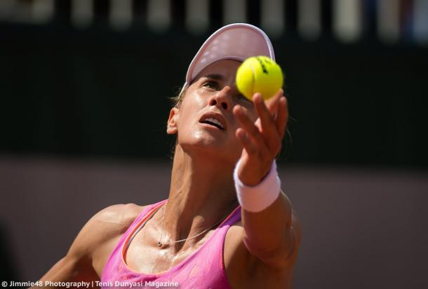 Lesia Tsurenko serving during the match | Photo: Jimmie48 Tennis Photography