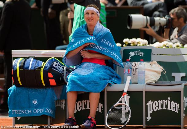 Timea Bacsinszky glances at the sky during a changeover, with the rain seemed to be incoming in the early stages of the match | Photo: Jimmie48 Tennis Photography
