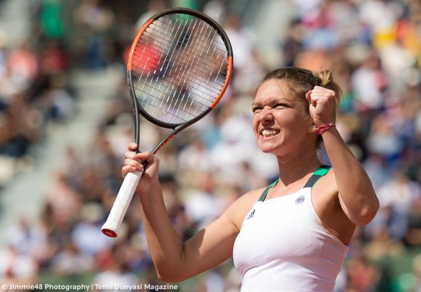 Simona Halep looks at her box in delight after claiming the win | Photo: Jimmie48 Tennis Photography