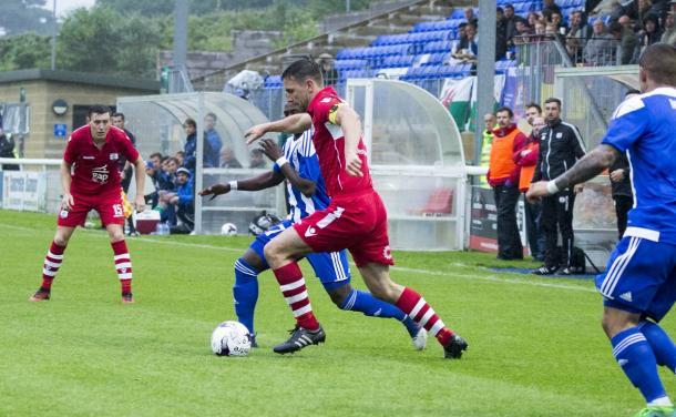 Un'azione di gioco del match d'andata tra Connah's Quay ed Helsinki. Fonte: Connah's Quay profilo Twitter