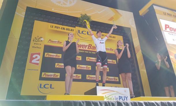 Bauke Mollema recibe un premio merecido | Fotografía: Tour de Francia