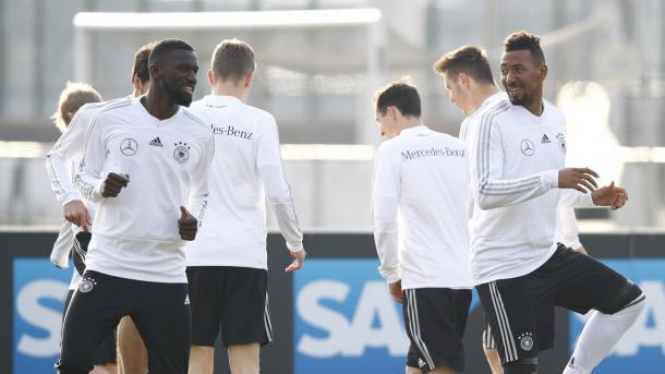 Boateng y Rüdiger son dos de los centrales que Alemania puede usar en su defensa | Foto: @DFB_Team_ES