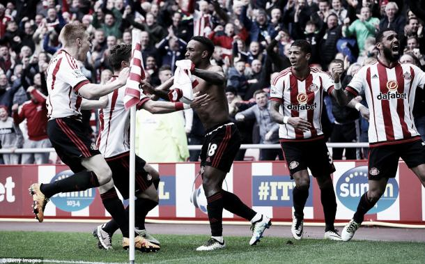 Above: Sunderland AFc celebrate Jermain Defoe's winning goal in their 3-2 victory over Chelsea | Photo: Getty Images
