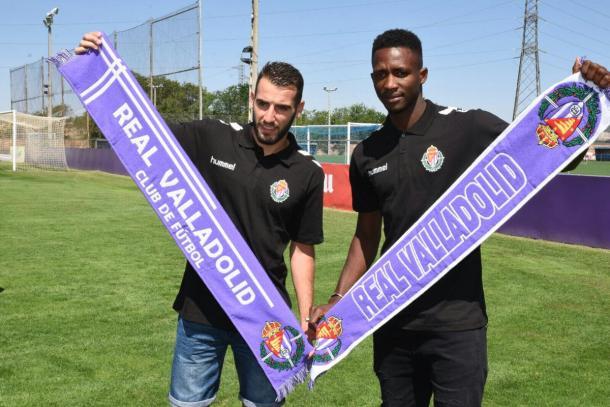 Antoñito y Sulayman en su presentación como nuevos jugadores del Real Valladolid. Fuente Real Valladolid