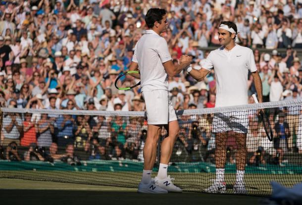 Federer - Raonic - Fonte: @Wimbledon / Twitter