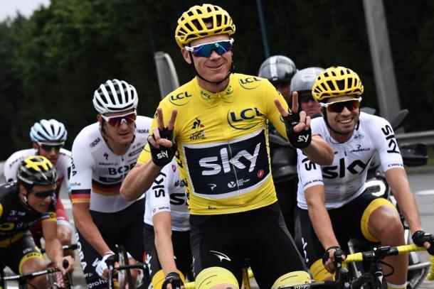 Chris Froome celebra su cuarta corono en el Tour | Fotografía: Team Sky