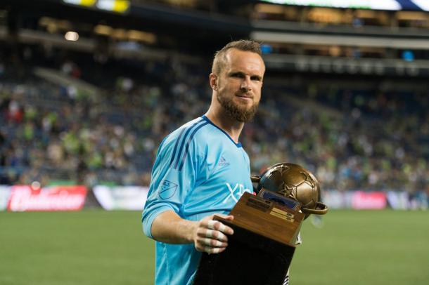 Frei levantando la Heritage Cup (@SoundersFC)