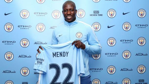 Mendy usará a camisa de número 22 (Foto: Divulgação/Manchester City FC)