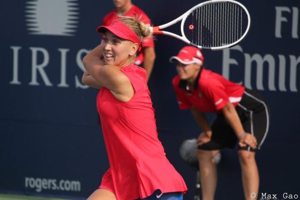 Elena Vesnina in action at the Rogers Cup | Photo: Max Gao / VAVEL USA Tennis