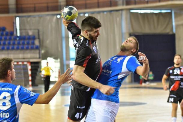 Imanol Garciandia en una acción con Héctor González. Foto: CB Ciudad de Logroño.