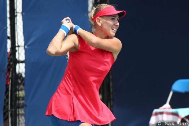 Elena Vesnina hits a backhand | Photo: Max Gao / VAVEL USA Tennis