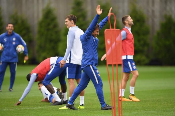 Conte disfrutando de los entrenamientos con sus jugadores | Foto: Chelsea.