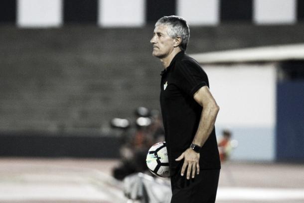 Quique Setién à frente do seu novo clube | Foto: Divulgação/Real Bétis