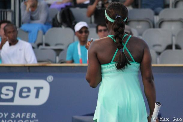 Sloane Stephens sends a fist pump towards her team after the win | Photo: Max Gao / VAVEL USA Tennis