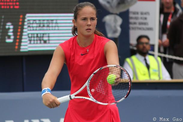 Daria Kasatkina prepares to serve | Photo: Max Gao / VAVEL USA Tennis