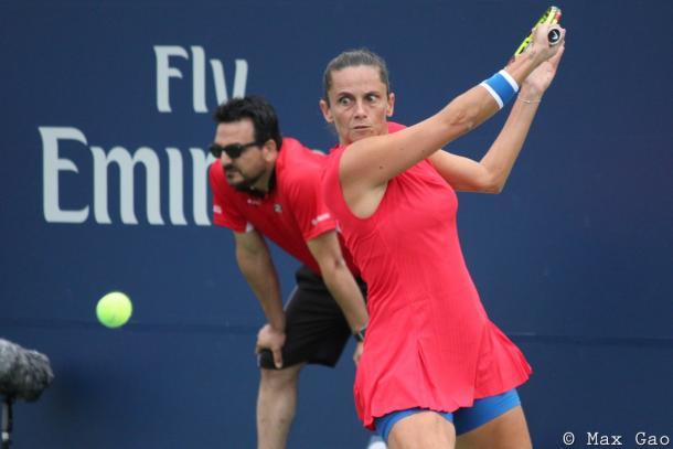Roberta Vinci hits her famous backhand sliced shot | Photo: Max Gao / VAVEL USA Tennis