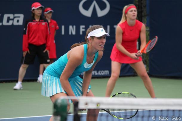 Johanna Konta in action during her doubles match | Photo: Max Gao / VAVEL USA Tennis