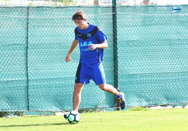 Tomás Pina entrenando con su nuevo equipo // Foto deportivoalaves.com