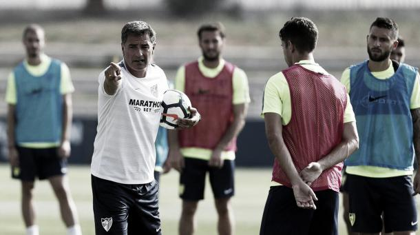 Míchel comanda um dos treinamentos de pré-temporada | Foto: Divulgação/Málaga CF