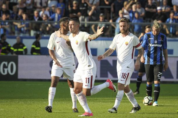 Scatto dalla gara d'andata con Kolarov che esulta dopo aver segnato il gol decisivo. | Fonte immagine Twitter AS Roma