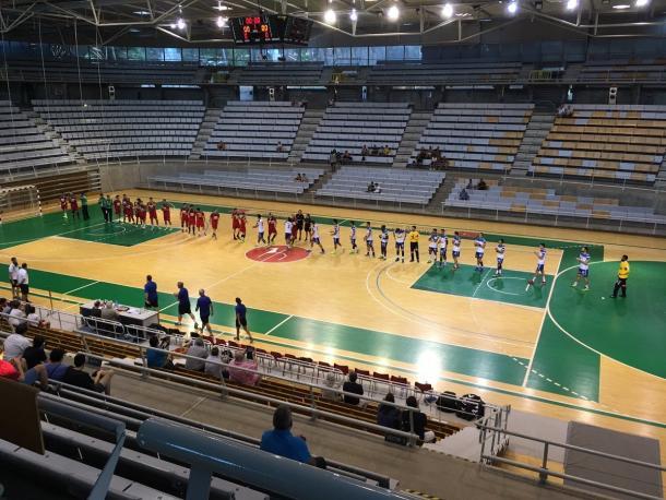 Bada Huesca y Fraikin BM Granollers al inicio del encuentro. Foto: Bada Huesca.