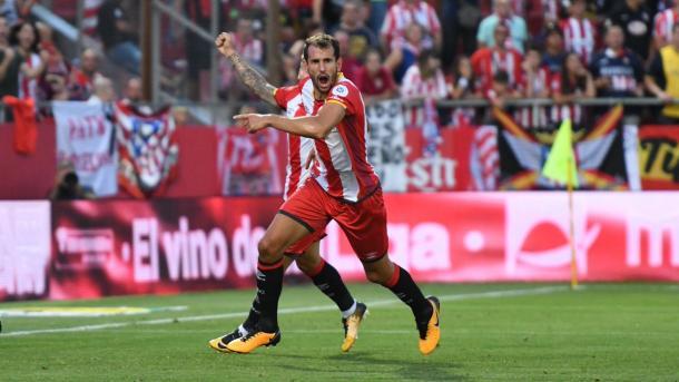 Uruguaio Stuani marca duas vezes no primeiro tempo e deixa Girona à frente (Divulgação/Girona)