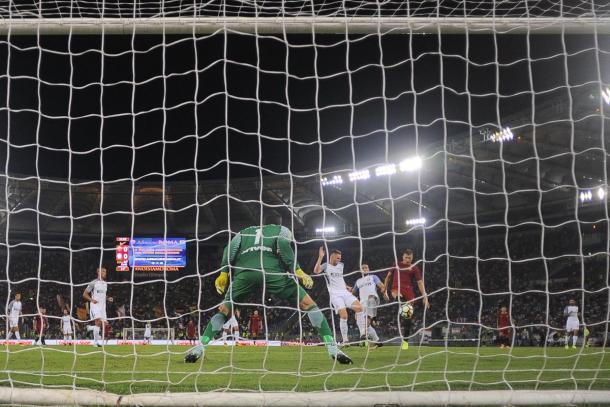 Momento del gol de Džeko. / Foto: asroma.com