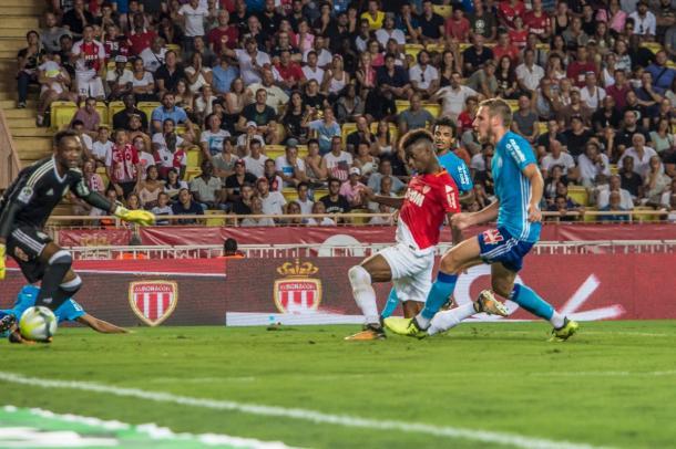 Diakhaby marca quarto dos cinco gols dos monegascos diante do Marseille (Foto: Divulgação/AS Monaco)
