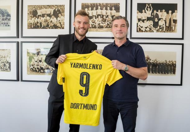 Yarmolenko, left, with Michael Zorc. | Photo: Borussia Dortmund.