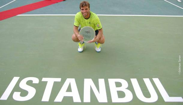 Jaziri poses with his trophy in Istanbul (Photo: ATP Challenger Tour)
