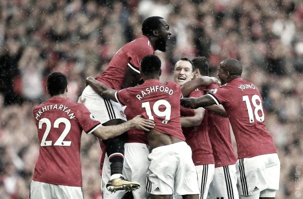 Los jugadores del Manchester United celebrando un gol. Foto: Twitter Manchester United