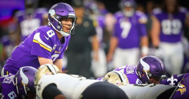 Sam Bradford se dispone a recibir el snap con Keenum al fondo. Fuente: Minnesota Vikings