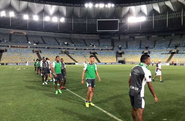 LDU treinou no Maracanã na noite desta quarta-feira (13) e encerrou a preparação para o jogo contra o Fluminense (Foto: Divulgação/LDU)