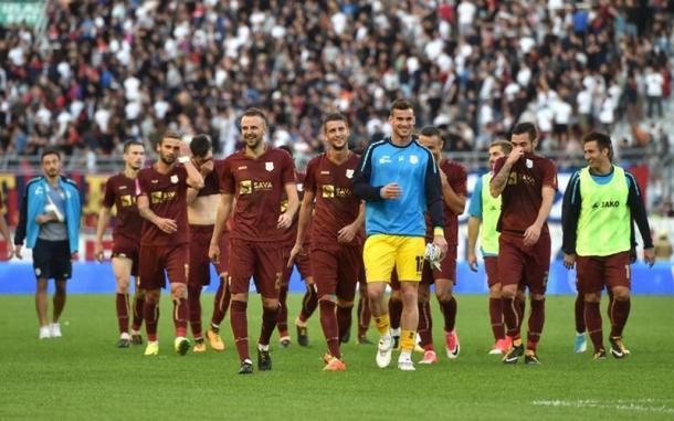 I giocatori del Rijeka dopo la vittoria esterna per 2-0 sull'Hajduk Spalato. | Fonte: twitter.com/KroFussball