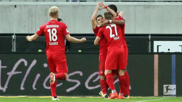 Heidenheim players celebrate. | Photo: Bundesliga.