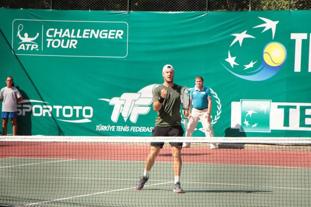 Marchenko celebrates clinching victory (Photo: Tenis Federasyonu/ATP Challenger Tour)