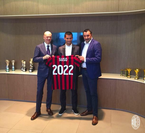 Fassone e Mirabelli a Casa Milan per l'annuncio del rinnovo fino al 2022 di Suso. | Fonte: twitter.com/acmilan