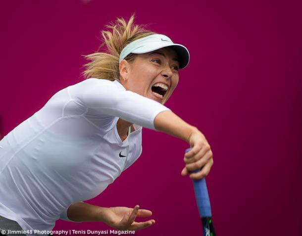 Maria Sharapova serves at the Tianjin Open | Photo: Jimmie48 Tennis Photography