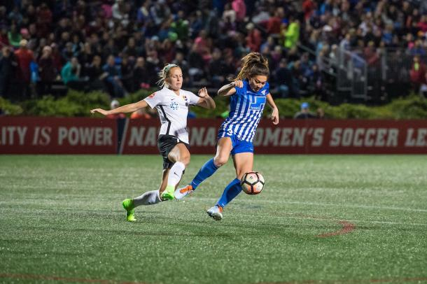 Nikki Stanton (left) and Brooke Elby (right) battle it out during the last game of the season l Source: @BostonBreakers  on Twitter